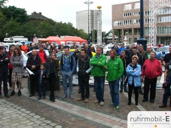 In Dortmund werden Teilnehmer und Autos herzlich begrüßt. Photo © Gerd-Uwe Funk.