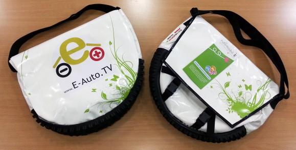 Zwei weit gereiste Ladekabel-Taschen fanden auf der ruhrmobil-E Netzwerksitzung wieder zusammen. Bild @ Ernesto Ruge.