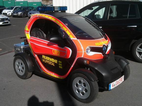 Der neue Feuerwehr-Twizy soll die Wuppertaler Feuerwehr noch schneller an den Einsatzort bringen. Photo © Ingo Fischer.