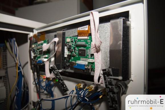 Die beiden verbauten 7 Zoll Displays von hinten. Bild © Ernesto Ruge, ruhrmobil-E e.V.