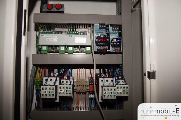 Ein Blick auf die elektrotechnischen Komponenten. Bild © Ernesto Ruge, ruhrmobil-E e.V.
