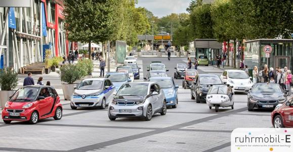 Gleich eine ganze Gruppe privater E-Auto-Fahrer war letztes Jahr auf dem Elektromobilitätstag. Bild © Volker Wiciok.