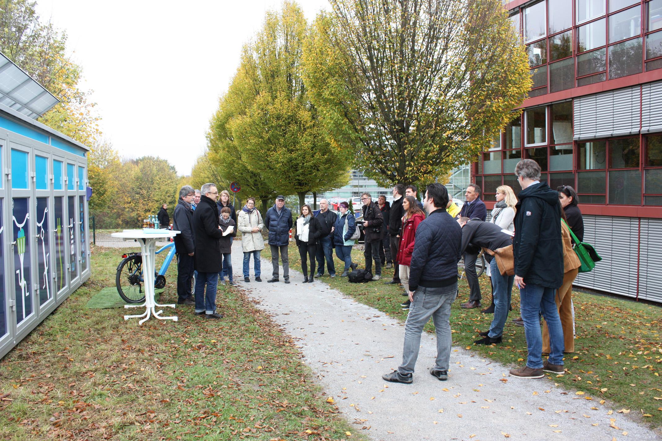 Die Pressekonferenz zur Fahrradgarage Foto: Katja Stutzer